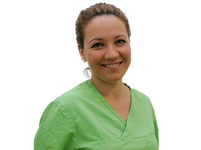 Dra. Almudena Rivas - Por Qué Elegirnos Clínica Dental Doce