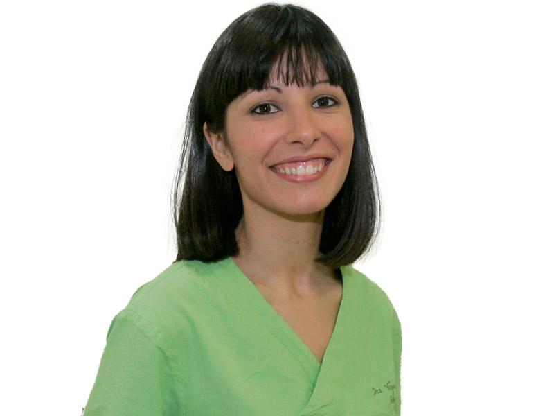 Dra. Virginia Cerezuela - Por Qué Elegirnos Clínica Dental Doce